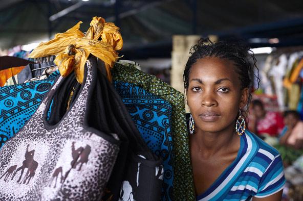 מוכרת בשוק בניירובי, קניה