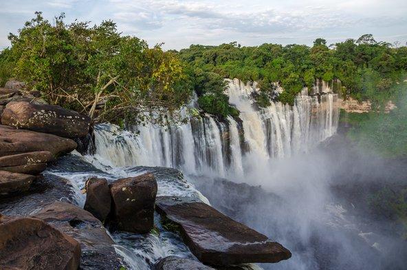 מפלי קלנדולה באנגולה, מהמפלים הגדולים באפריקה