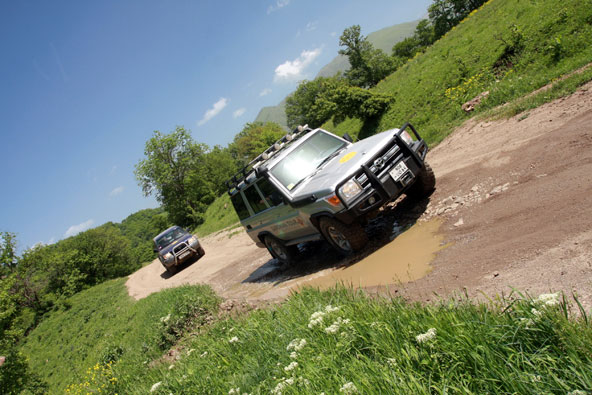 הדרך הטובה ביותר לטייל בארמניה היא בטיול ג'יפים מאורגן או בטיול עצמאי עם GPS