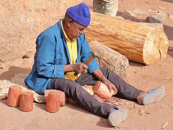 גילוף כלים מגזעי ערער אדום