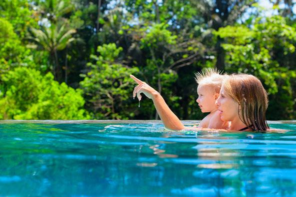 הבריכה בווילה עומדת כולה רק לרשותכם והמשפחה שלכם