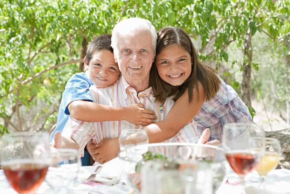 חופשה משפחתית בווילה מאשרת לבלות עם כל המשפחה, כולל סבא וסבתא