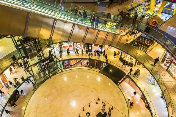 קניון לאס ארנס, אחד הקניונים הפופולריים בעיר | Kiev.Victor / Shutterstock.com