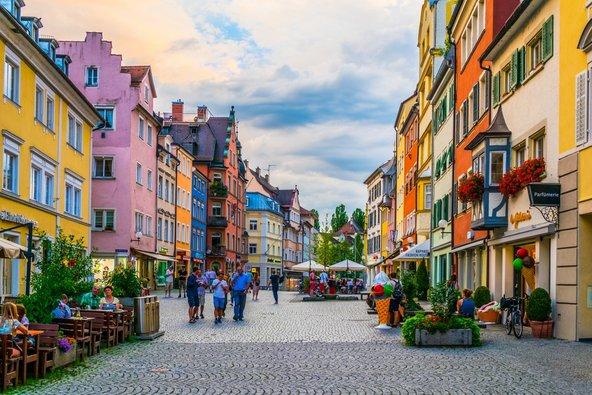 הרחוב הראשי של לינדאו על בתיו הצבעוניים   צילום: trabantos / Shutterstock.com