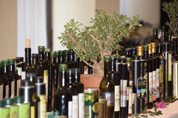 שולחן התצוגה בתחרות שמן הזית הישראלי 2018   עוזי בטיח