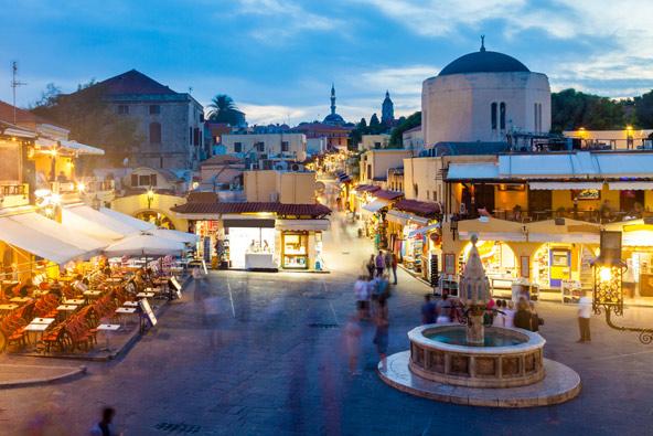 כיכר בעיר העתיקה של רודוס, בירת האי