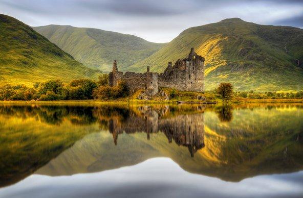 טירות, אגמים והרים הם חלק מהמאפיינים של ההיילנדס בסקוטלנד