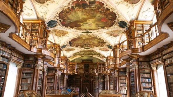 התקרה המפוארת של ספריית המנזר בסנט גאלן | הצילום באדיבות לשכת התיירות השוויצרית
