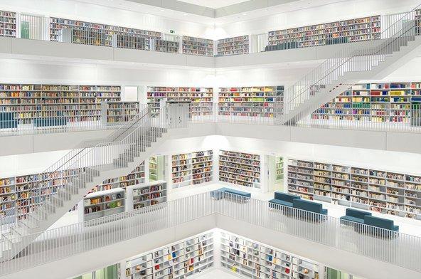 הספרייה של שטוטגרט. רק הספרים שוברים את הצבע הלבן