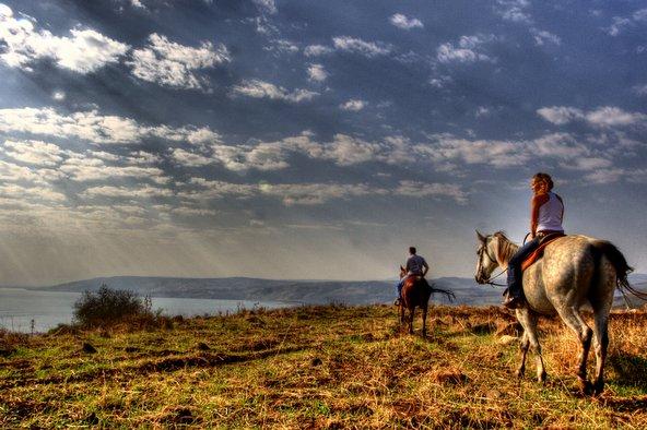 נופי הכנרת מרמת כורזים, אחד האזורים המוצלחים לטיול סוסים רומנטי | הצילום באדיבות חוות ורד הגליל