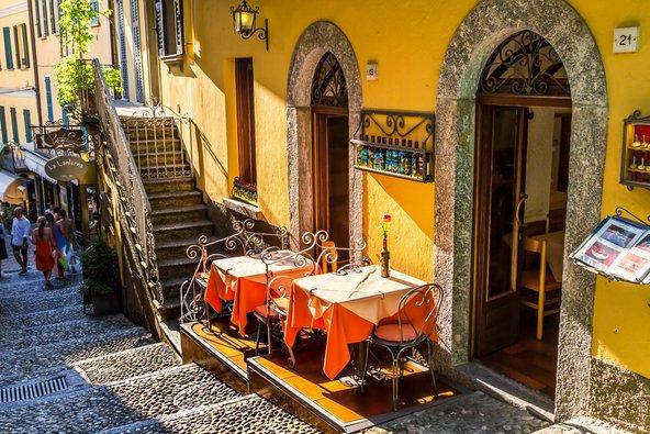 מסעדה ברחוב צדדי בבלג'יו
