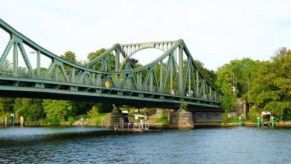 גשר גלינקר, המקשר בין פוטסדאם לברלין | צילום: Elena Krivorotova / Shutterstock.com