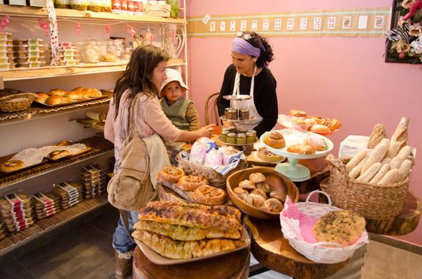 מאפיית לשה ברובע הבשמים, שבו יש מתחמי אירוח, גלריות, חנויות ייחודיות ועוד