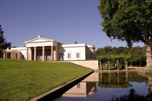 ארמון שרלוטנהוף, הבנוי בסגנון רומי | צילום: inavanhateren / Shutterstock.com