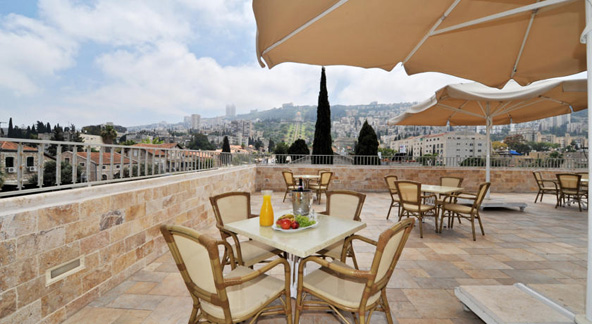 מרפסת עם נוף במלון קולוני