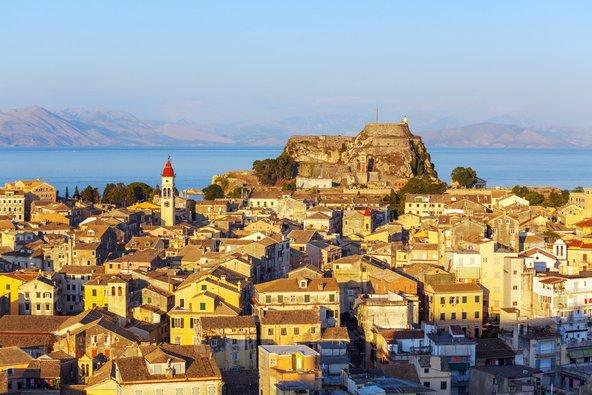 העיר העתיקה של קורפו שהכובשים השונים באי הותירו בה את חותמם