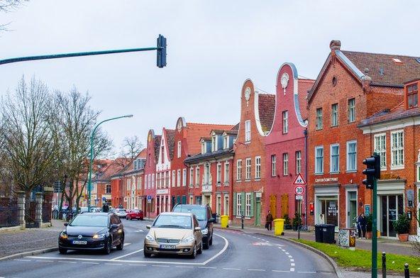 הרובע ההולנדי בפוטסדאם. בתי לבנים אדומות עם גמלוני גג זוויתיים | צילום: rabantos / Shutterstock.com