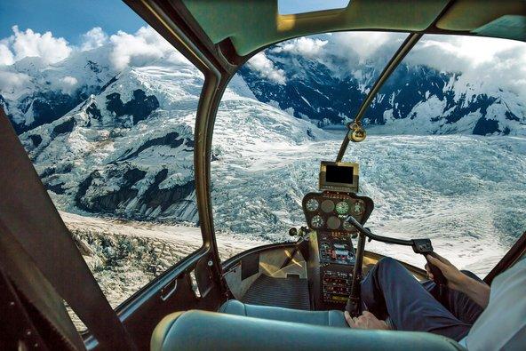 טיסה מעל קרחונים באלסקה. אלסקה מציעה כמה חוויות של פעם בחיים שלא כדאי לקמץ בהן