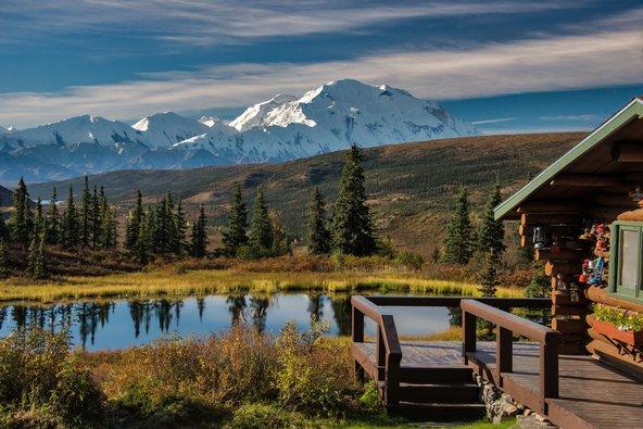 הלינה בלודג'ים באלסקה מאפשרת קרבה לנופים ולטבע בלי לוותר על הנוחות