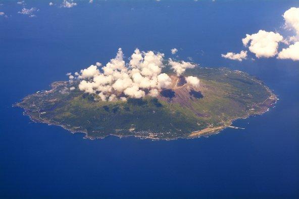 מבט מלמעלה על האי מיאקה ג'ימה. פעילות געשית מוגברת | צילום: שאטרסטוק