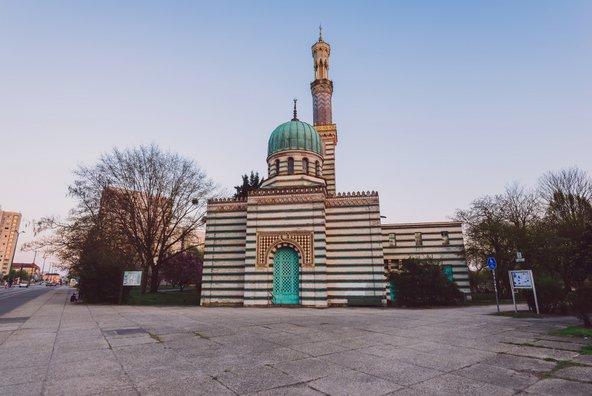 המסגד המורי. אם קוראים לזה מסגד וזה נראה כמו מסגד, אז זו בטח תחנת שאיבה | צילום: aliaksei kruhlenia / Shutterstock.com