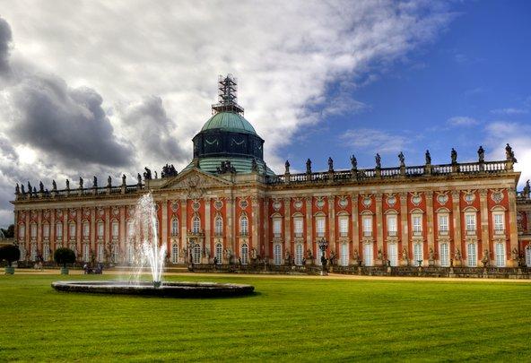 הארמון החדש. הארמון עצום בגודלו אך הפאר מזויף | צילום: Radoslaw Maciejewski / Shutterstock.com