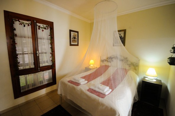חדר זוגי רומנטי בפינה של מיכל | צילום: ערן לוי