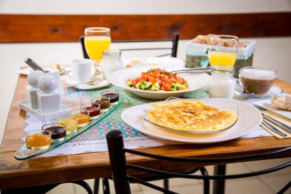 ארוחת הבוקר העשירה בפינה של מיכל |צילום: דרור קליש