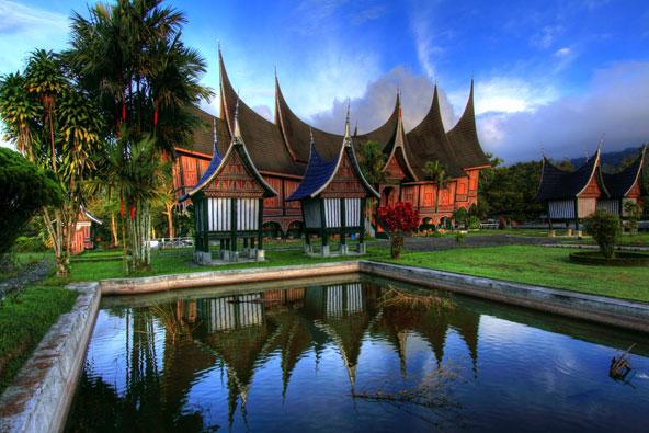 אדריכלות מסורתית באי סומטרה