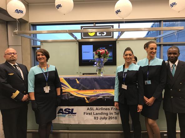 """צוות האוויר של ASL מקבל את פני הנוסעים בנתב""""ג בטיסת הבכורה לפריז"""
