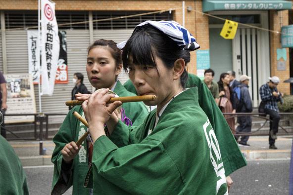 חלילנית בפסטיבל הנערך במקדש קאנדה מיוג'ין