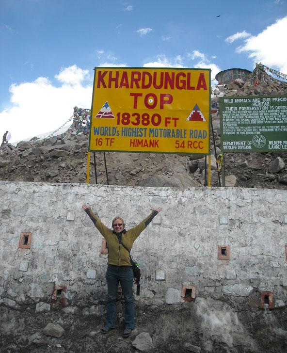 מעבר ההרים הגבוה בעולם, קארדונג לה. איך אפשר לא להתרגש? | הצילום באדיבות איילה גיאוגרפית