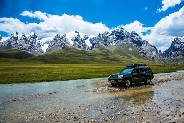 טיול ג'יפים בקירגיזסטן: בדרכי הנוודים