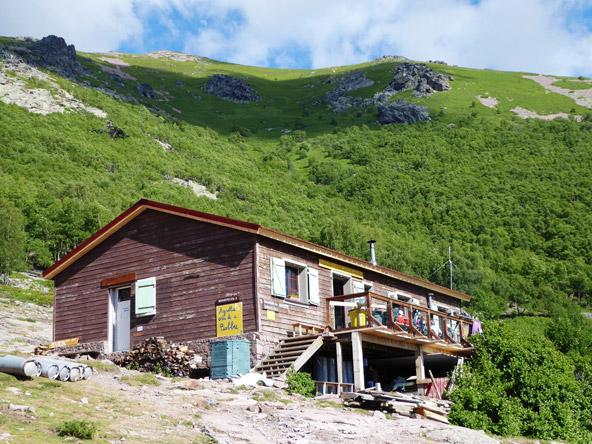למרות השם refuge d'ortu (מכוערת ברומנית ) זו הבקתה היפה והמאובזרת ביותר בשביל | צילם משה ינקו