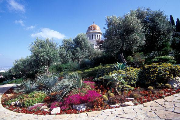 גנים רחבי ידיים מקיפים את מקדש הבאב שעל הר הכרמל בחיפה | באדיבות הקהילה הבהאית הבינלאומית