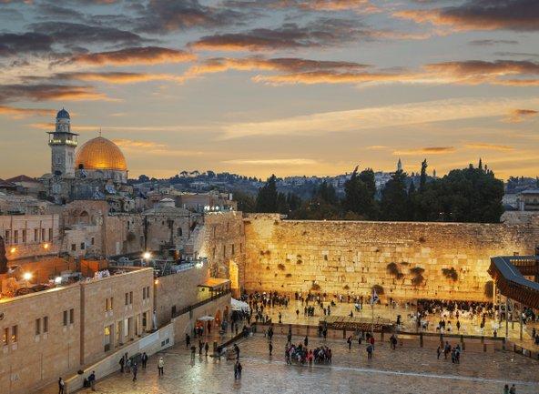 הכותל המערבי וכיפת הסלע. ירושלים היא העיר היחידה בעולם הקדושה לשלוש הדתות המונותאיסטיות