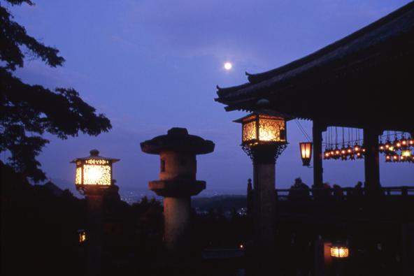 המרפסת של מקדש טודאיג'י בנארה   צילום: NARA TOURISM FEDERATION / JNTO