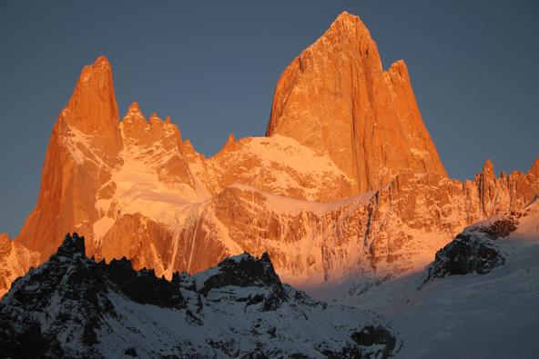 הר הפיץ רוי המפורסם מתנשא לגובה של 3,405 מטרים
