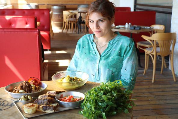 שרה שרביט בשוניניס. המסעדה החדשה שלה ושל טל מביאה טעמים נפלאים מבית אמא