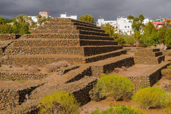 הפירמידות של גימאר. רב הנסתר על הגלוי