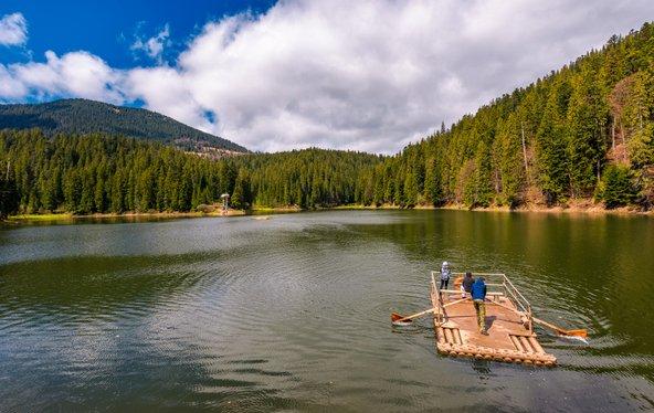 אגם סינווניר, הגדול באגמי הקרפטים
