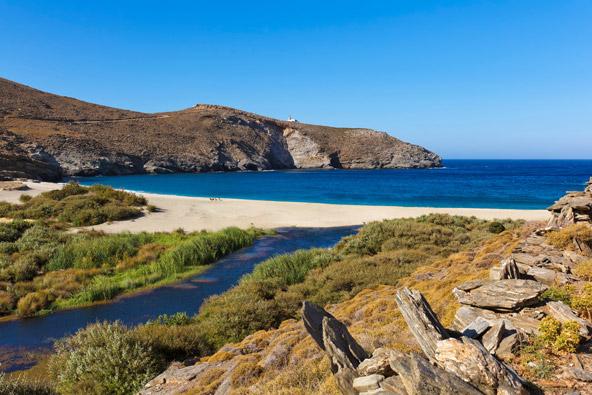 באנדרוס יש עשרות חופים, חלקם בתוליים לגמרי
