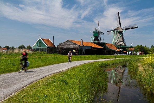 דיווש באופניים הוא אחת הדרכים המנות והזולות להתניידות בהולנד