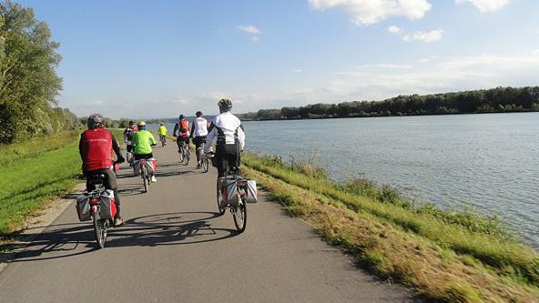 רכיבת טורינג לאורך הדנובה. אידיאלי למי שמחפש טיול אופניים רגוע בנופים מקסימים
