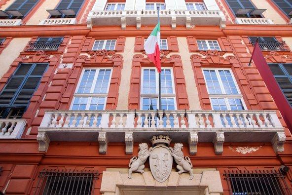 הארמון האדום, אחד מהארמונות הרבים של ויה גריבלדי | צילום:lauradibi/Shutterstock.com