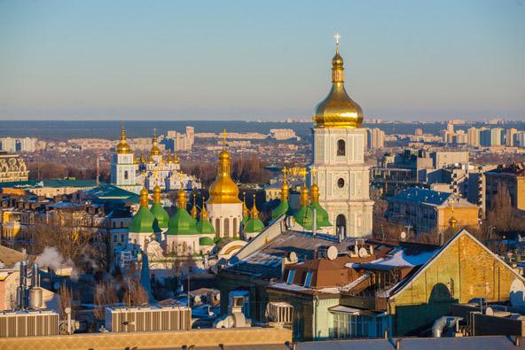 קו הרקיע של קייב, בירת אוקראינה, מעוטר בכיפות זהב
