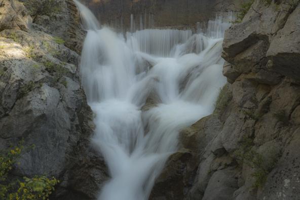 המפל ליד אמת המים, במסלול היוצא מליטוכורו