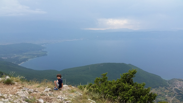 השיא במקדוניה: תצפית על שני אגמים ממרומי רכס גליצ'יצ'ה | צילום: נעם תדהר