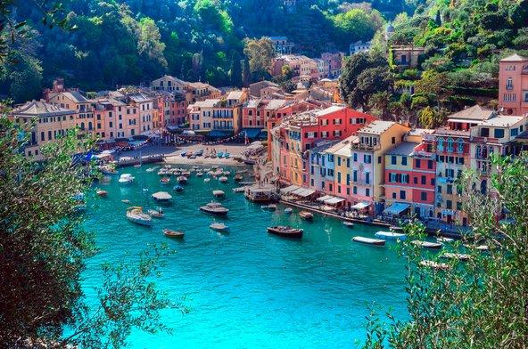 פורטופינו. כפר דייגים צנוע שהפך לאחת מעיירות הנופש היוקרתיות באיטליה