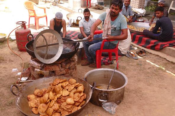 איך אפשר לעמוד בפני המאכלים המקומיים הפיקנטיים?